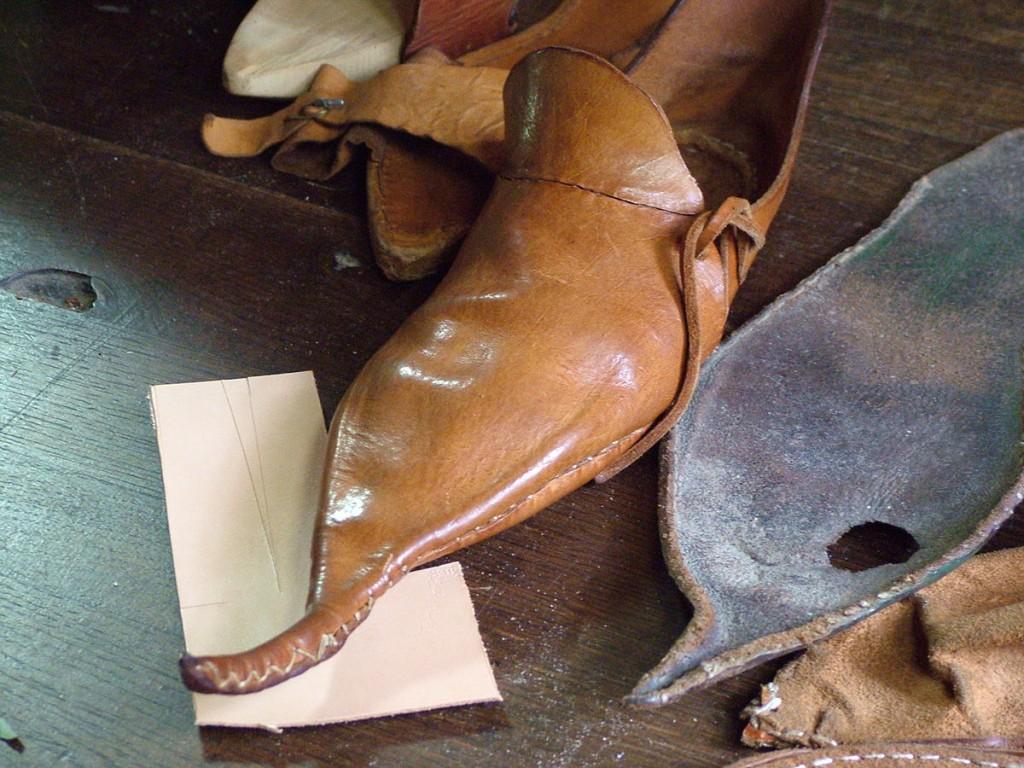 history hustle crakow shoe medieval