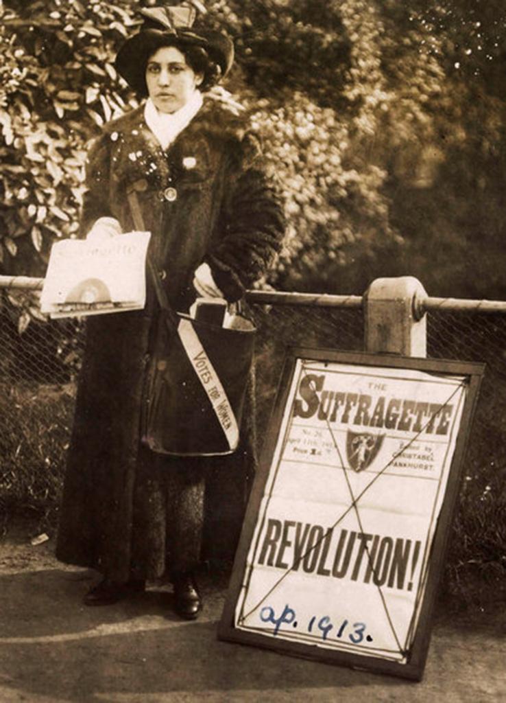 Princess Sophia Duleep Singh, selling Sufragette subscriptions in 1913