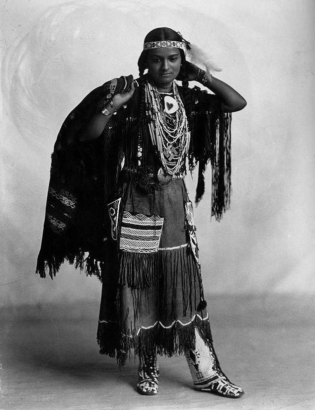Wah-Ta-Waso, Iroquois woman. Photograph by Frank A. Rinehart, 1898
